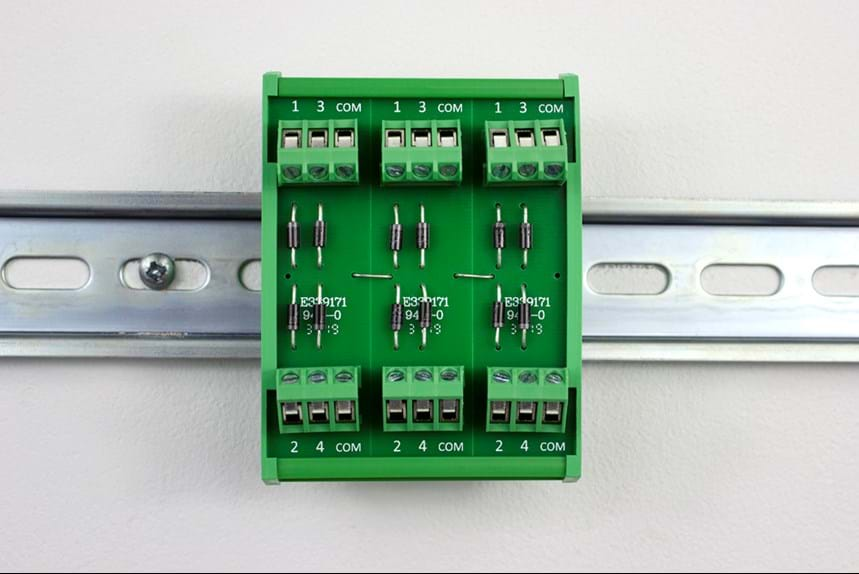 INTERFACE MODULE WITH DIN RAIL SUPPORT